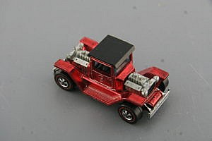Hot Wheels T 4 2 RED